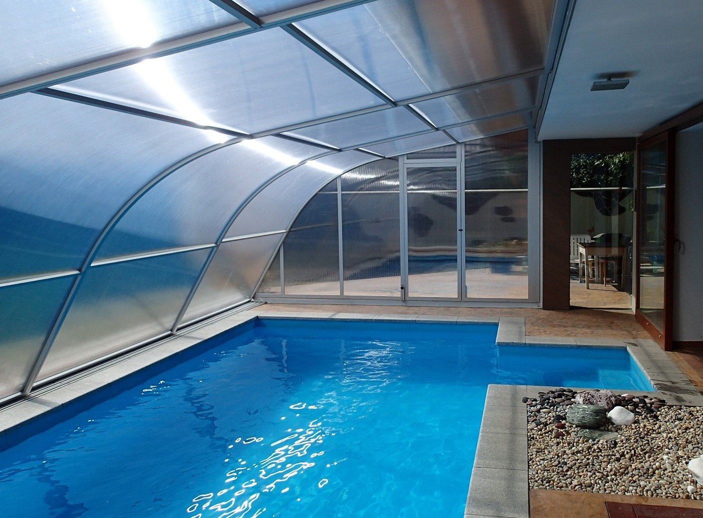 A další foto z vnitřní strany zakrytí bazénu