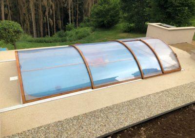 Zastřešení bazénu Poolor Classic - dřevodekor, plný polykarbonát