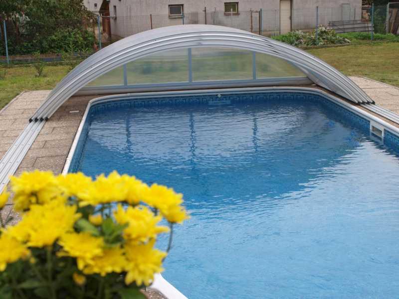 Polykarbonátové zastřešení a zakrytí bazénu